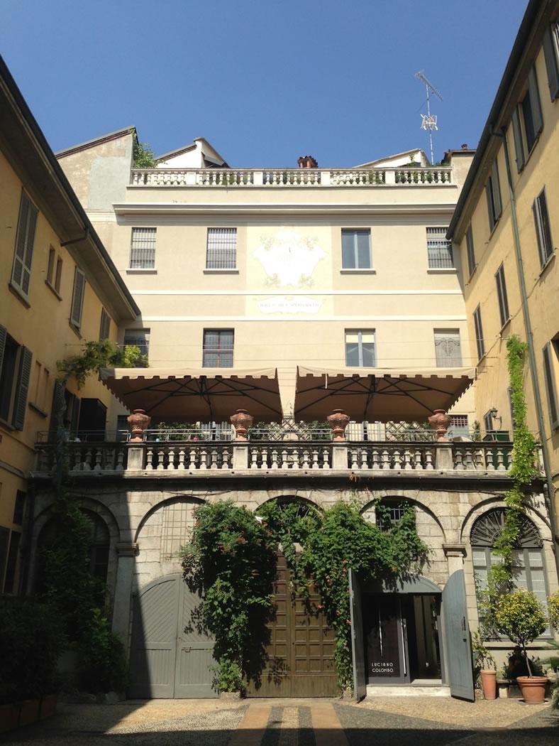 Il terrazzo, il cortile e la glicine